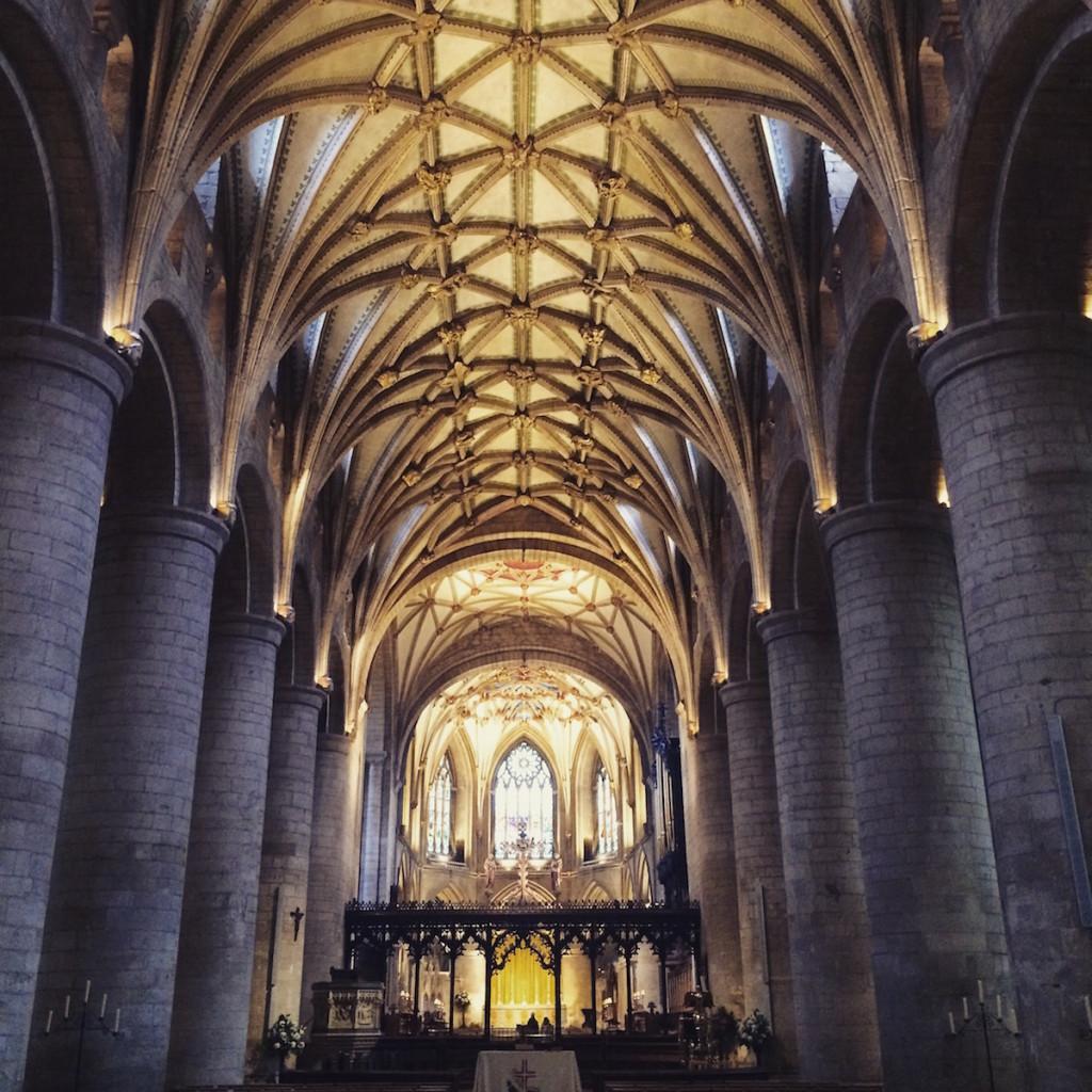 Anglia – wpadnij do kościoła na zakupy albo kawę