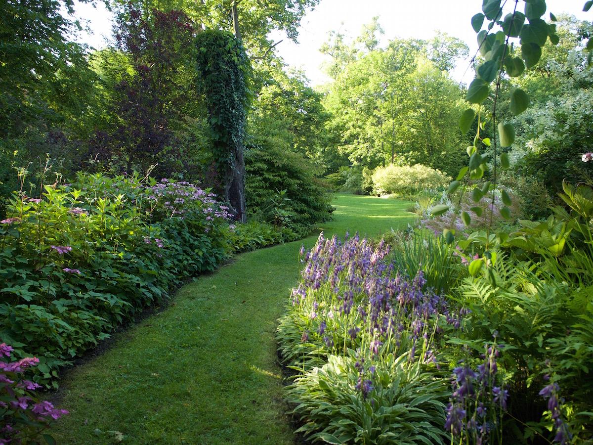 Wspomniane w tekście ogrody angielskie, które mieszczą się tuż przy pałacu. Bajka! Do tego w weekend puste :)