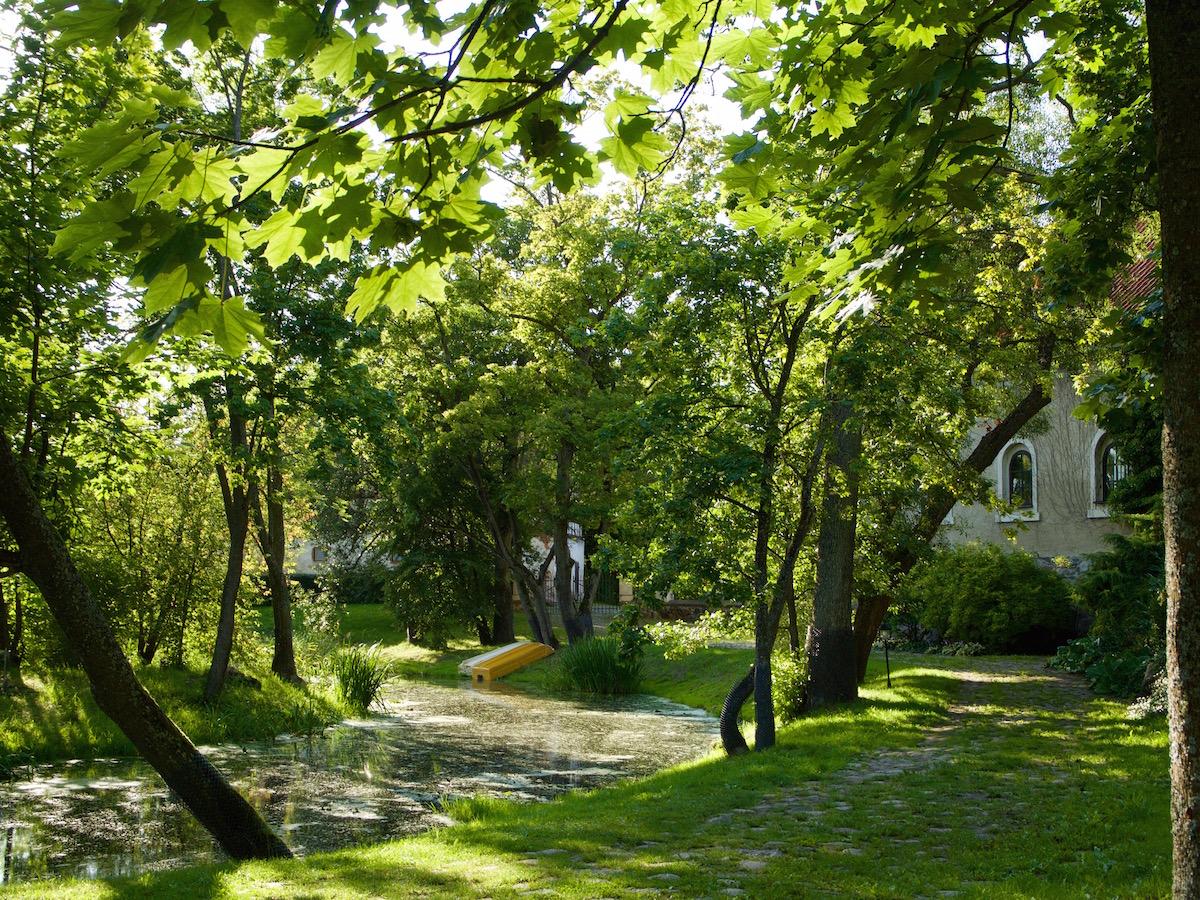 Ogród przy pałacu w Galinach
