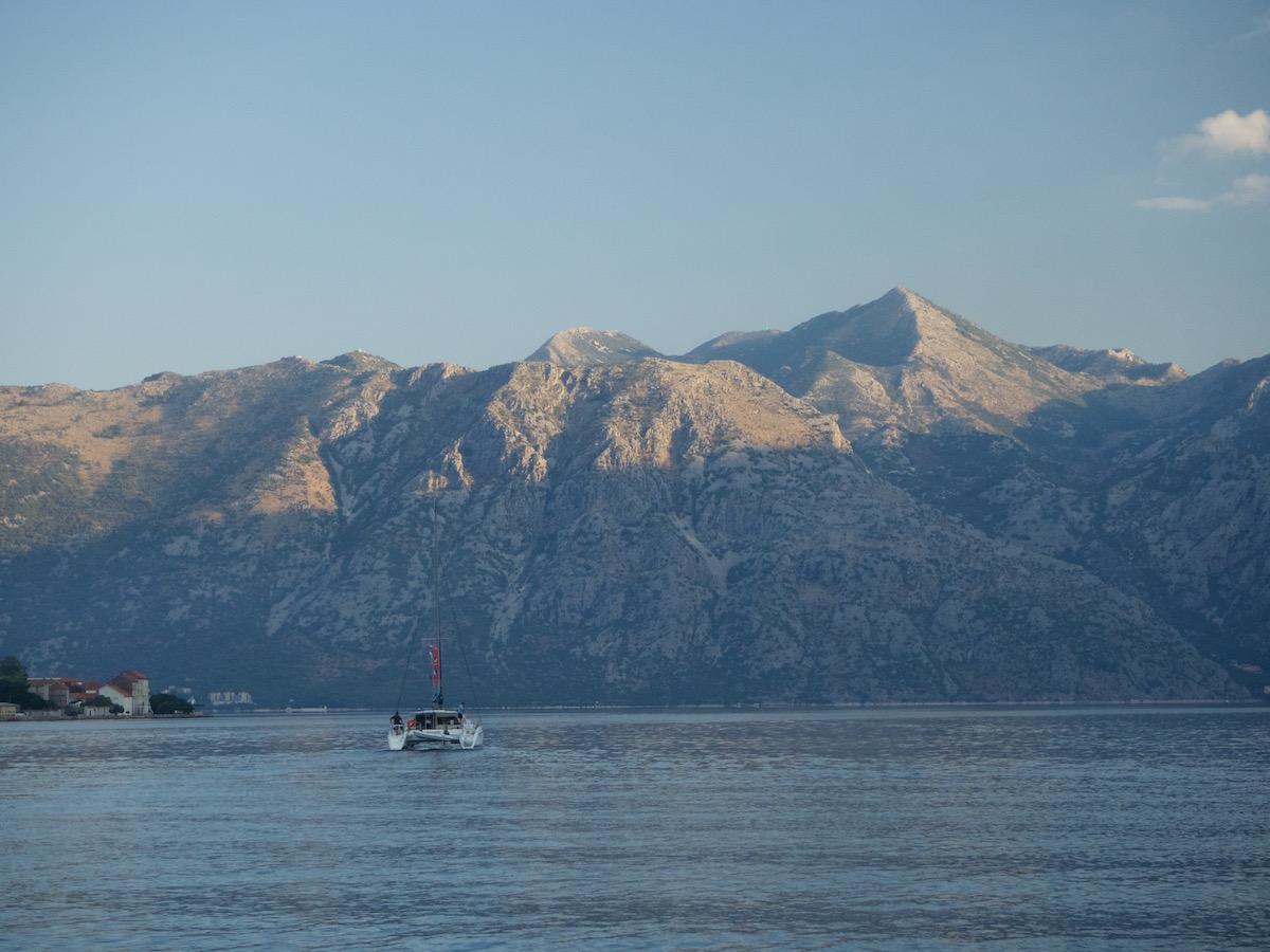 Czarnogóra góry w zatoce kotorskiej