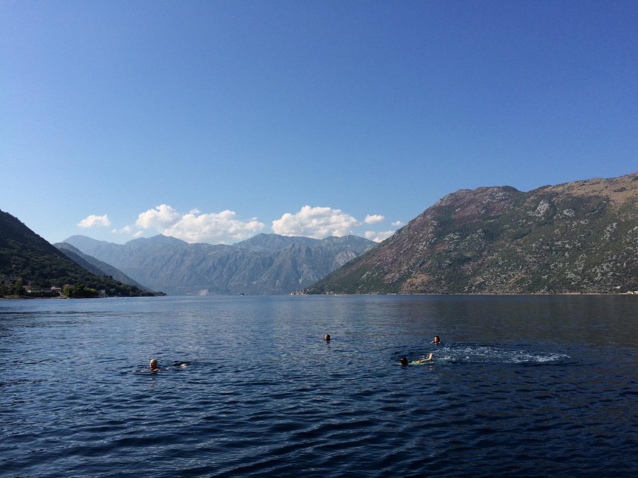 Czarnogóra kapiel w zatoce kotorskiej